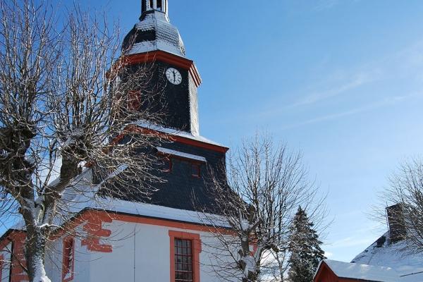 Kirchengebäude im Winter